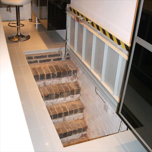 Cellar access staircase door - Entree deco trap ...
